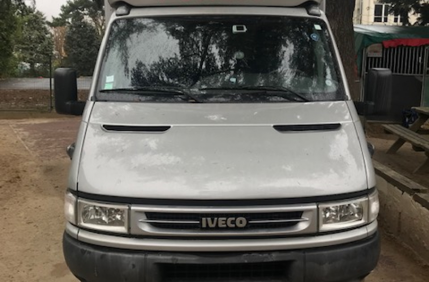 A louer camion IVECO DAILY (92) 85€