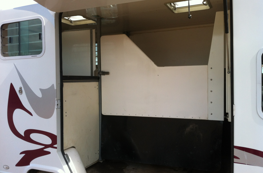 Camion chevaux Master 150 ch (76) 110 €