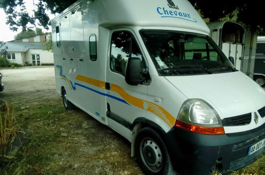 Camion chevaux Renault Master (17) 100 €